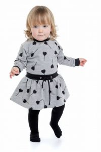 meisje-jurkje-grijs-zwart-hartjes-print