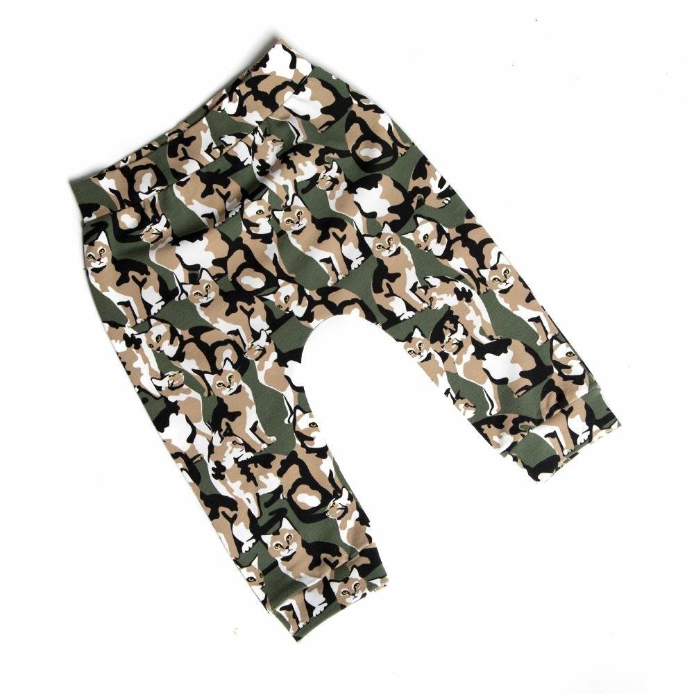 baby-jongen-kaki-broekje-camouflage