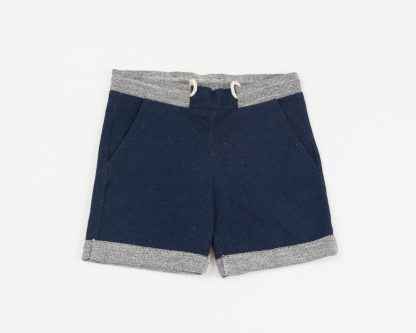 short-in-donkerblauwe-jeans