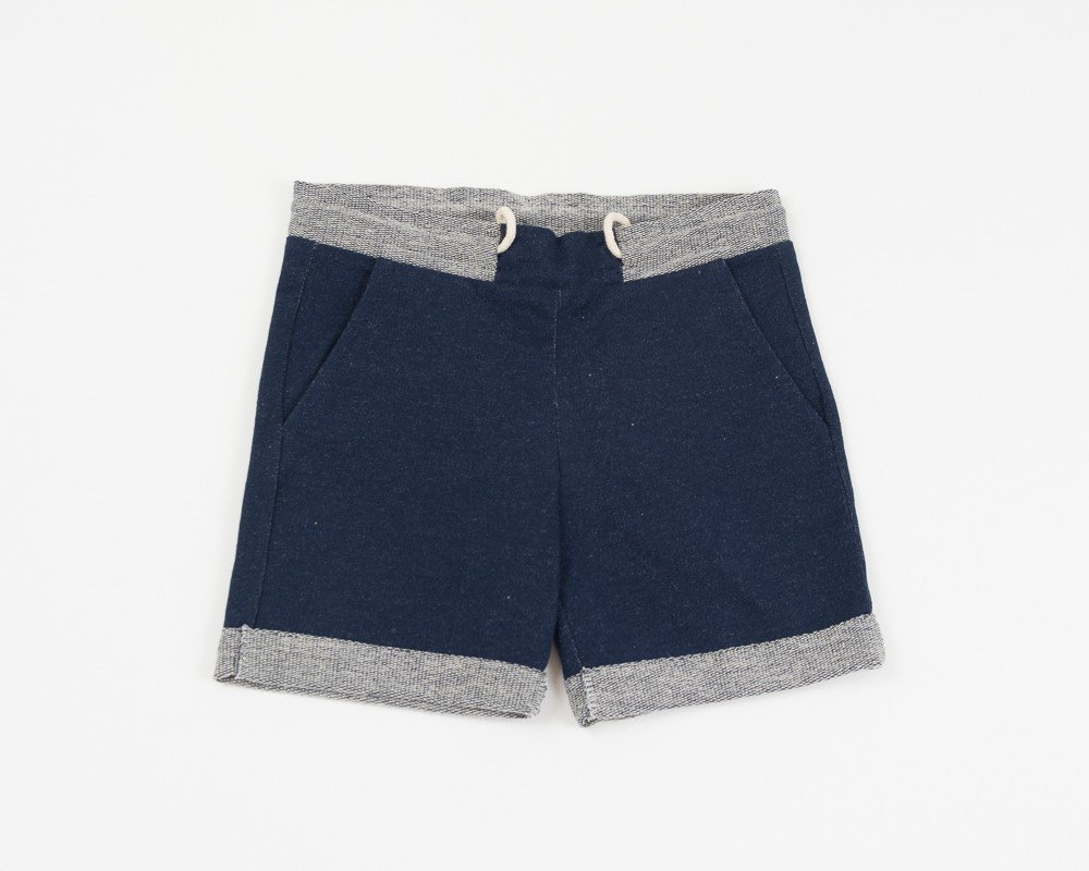 short-in-donkerblauwe-jeans