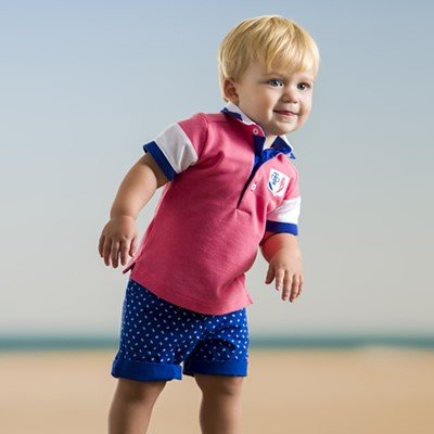 jongen-polo-roze-blauw-wit-short-wit-motiefjes
