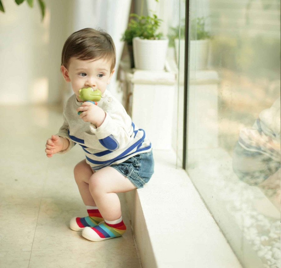 kinderschoentjes-in-regenbogen-kleuren